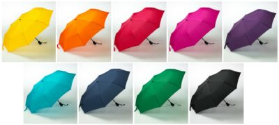 värikäs sateensuoja